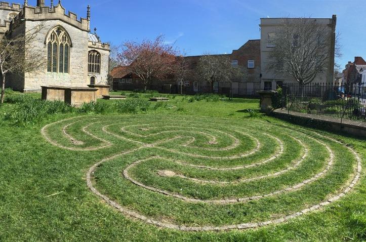 labyrinth-2405313_960_720